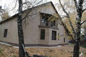 Read more about the article Облицовка коттеджа термопанелями